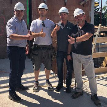 v.l.n.r.: Reinhard Übleis (Übleis Sicherheitstechnik), Hr. Ries (Polier Zöfa Baubüro), Hr. Fohrafellner (Bauleiter Zöfa Baubüro), Günther Urányi (Planungs- und Baustellenkoordinator)