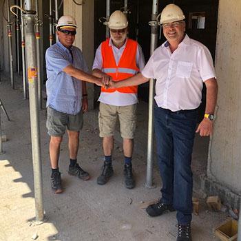 v.l.n.r.: Hr. Wagner (Polier Habau), Frank Lange (Planungs- und Baustellenkoordinator), Reinhard Übleis (Übleis Sicherheitstechnik)