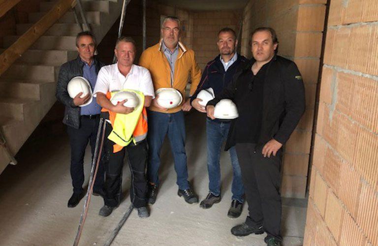 v.l.n.r.: Hr. Steinkogler (WSO), Alexander Moser (Planungs- und Baustellenkoordinator), Reinhard Übleis (Übleis Sicherheitstechnik), Alexander Raab (Holzhaider Bau), Thomas Oyrer (Holzhaider Bau)