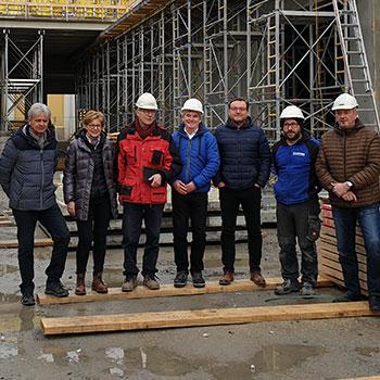 v.l.n.r.: Hr. Zitt (Schmatz GmbH), Fr. Dipl.-Kfm. Böhmer (Schmatz GmbH), Hr. Thanhofer (Planungs- und Baustellenkoordinator), Hr. Fehringer (Kundenbetreuung, Übleis Sicherheitstechnik), Prok. Hr. Moritz (Bauherrenvertreter, Baumgartner Brauerei), Hr. Haslberger (Polier, Leithner Bau), Hr. Kargl (Bauleiter, Leithner Bau)