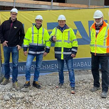 v.l.n.r.: Stefan Oberkalmsteiner (Bauherrnvertreter), Mario Platzl (Bauleiter, Habau), Gerhard Wagner (Polier, Habau), Frank Lange (Planungs- und Baustellenkoordinator)
