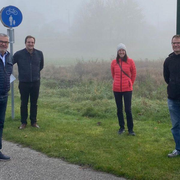 v.l.n.r. Reinhard Übleis (GF Übleis Sicherheitstechnik), Egon Graßegger (Remax Kirchdorf), Diana Maurer und Thomas Herber (Verkäufer Grundstück)