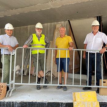 v.l.n.r.: Hubert Hessenberger (Stern & Hafferl GmbH), Frank Lange (Planungs- und Baustellenkoordinator), Ernst Hummer (Bauherr), Reinhard Übleis (Übleis Sicherheitstechnik)